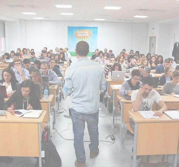 Amel-Fernandez-SocialMedier-Curso-Redes-Sociales-en-Málaga-Formacion-Social-Media1-600x560